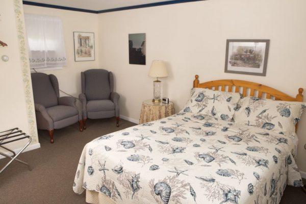 Room 2 Queen1(1)