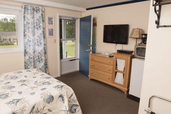 Room 2 queen3(1)
