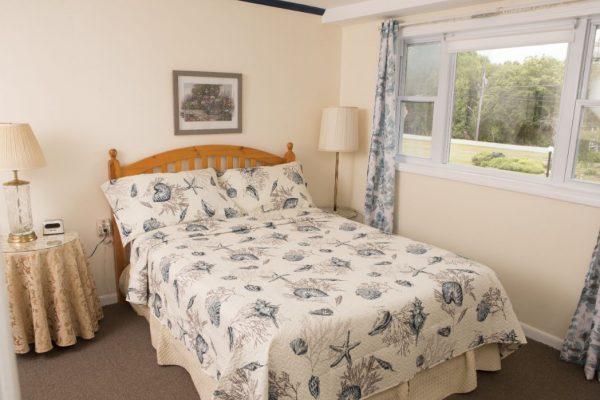 Room 2 queen5(1)