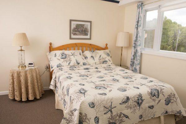 Room 2 queen6(1)