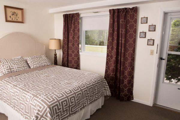 Room 4 queen 6(1)