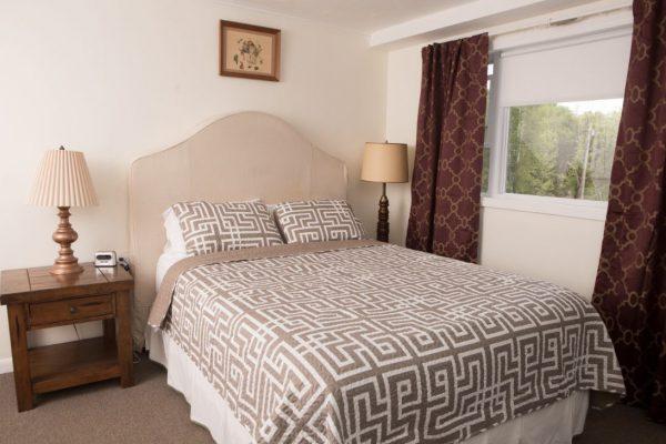 Room 4 queen5(1)