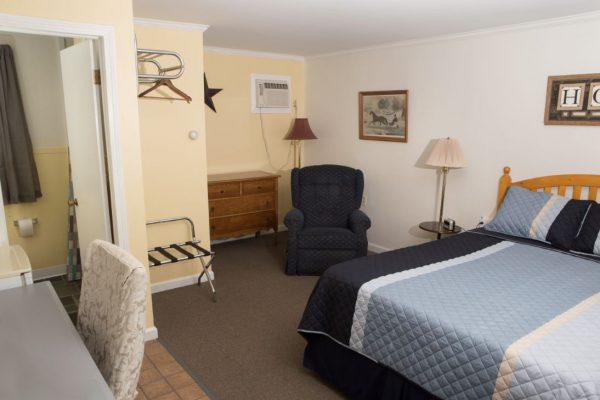 Room 8 Queen1(1)
