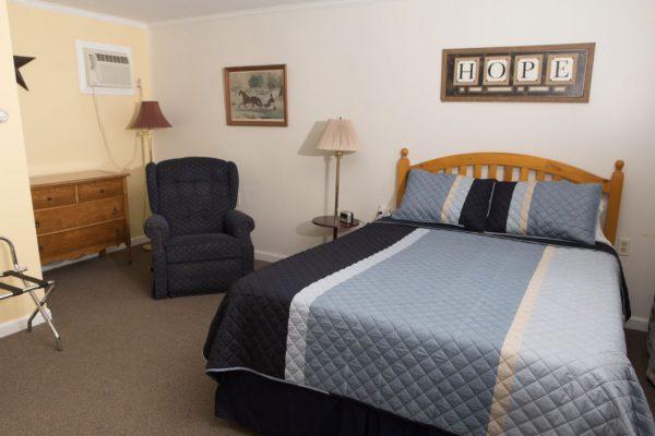 Room 8 queen2(1)
